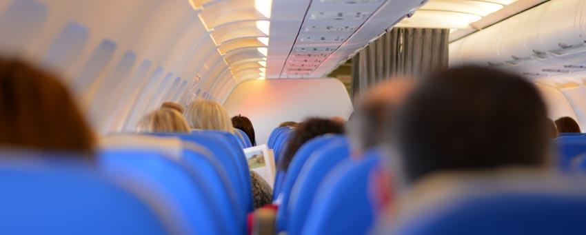 Los servicios médicos de las aerolíneas necesitan comprobar que no existe riesgo alguno durante el vuelo para el paciente ni el resto de viajeros